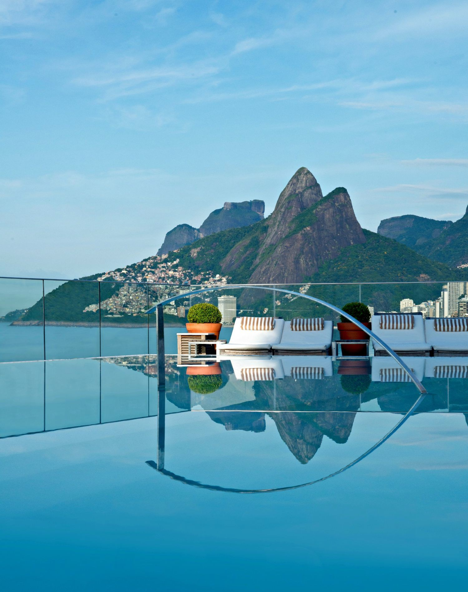 18 Amazing Swimming Pools Around The World That You Have To Visit! (12)