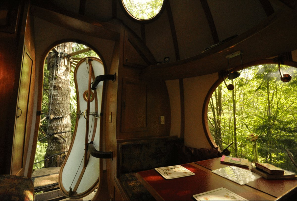 10 Gloriously Quirky Tree Houses To Visit This Year! (23)
