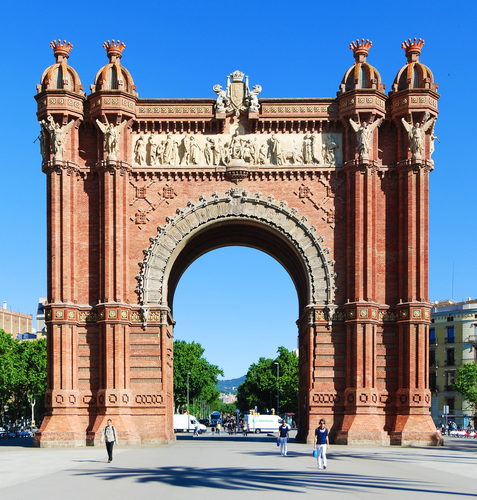 22 Sights You Have To See When You Visit Barcelona, Spain... (21)