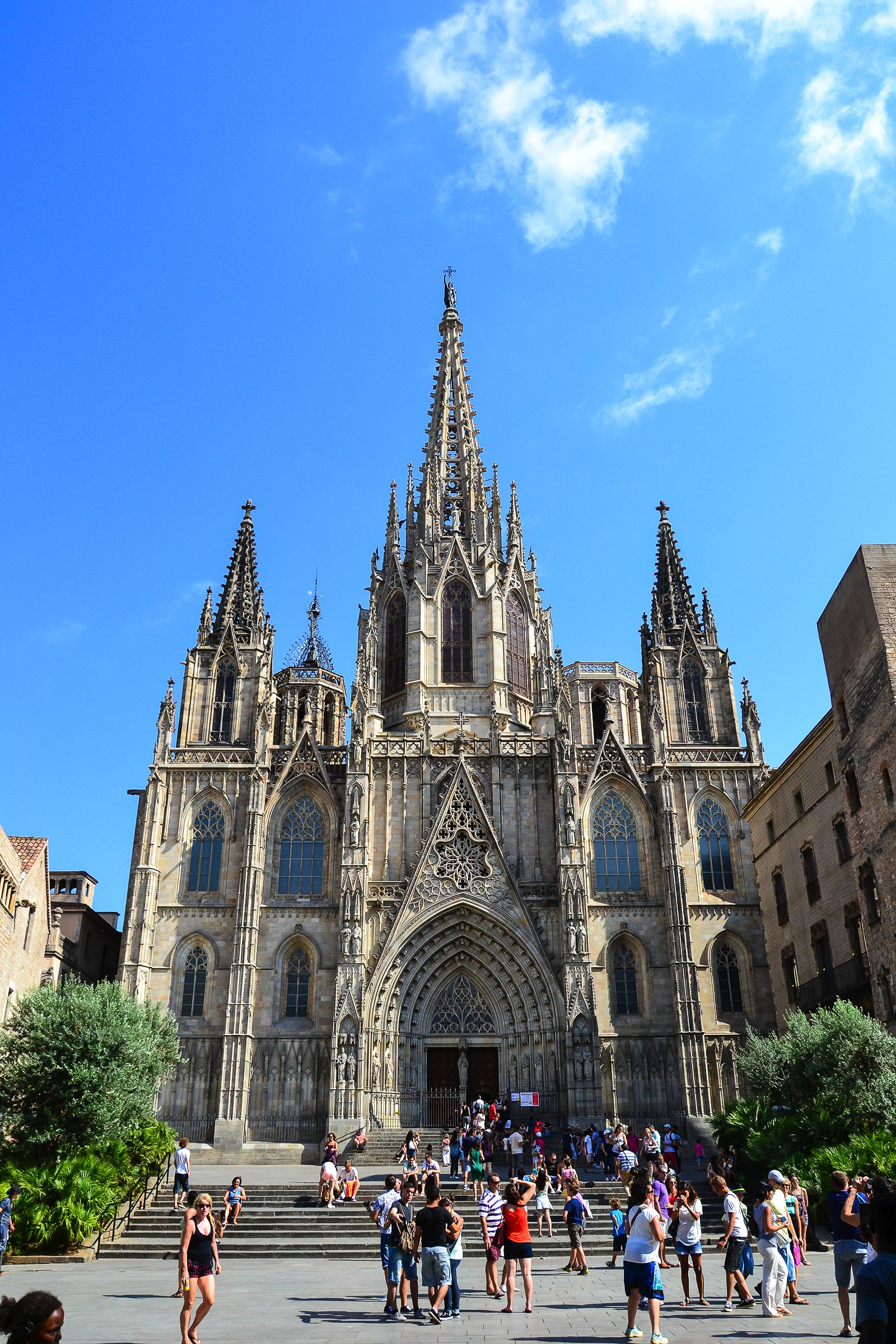 22 Sights You Have To See When You Visit Barcelona, Spain... (20)