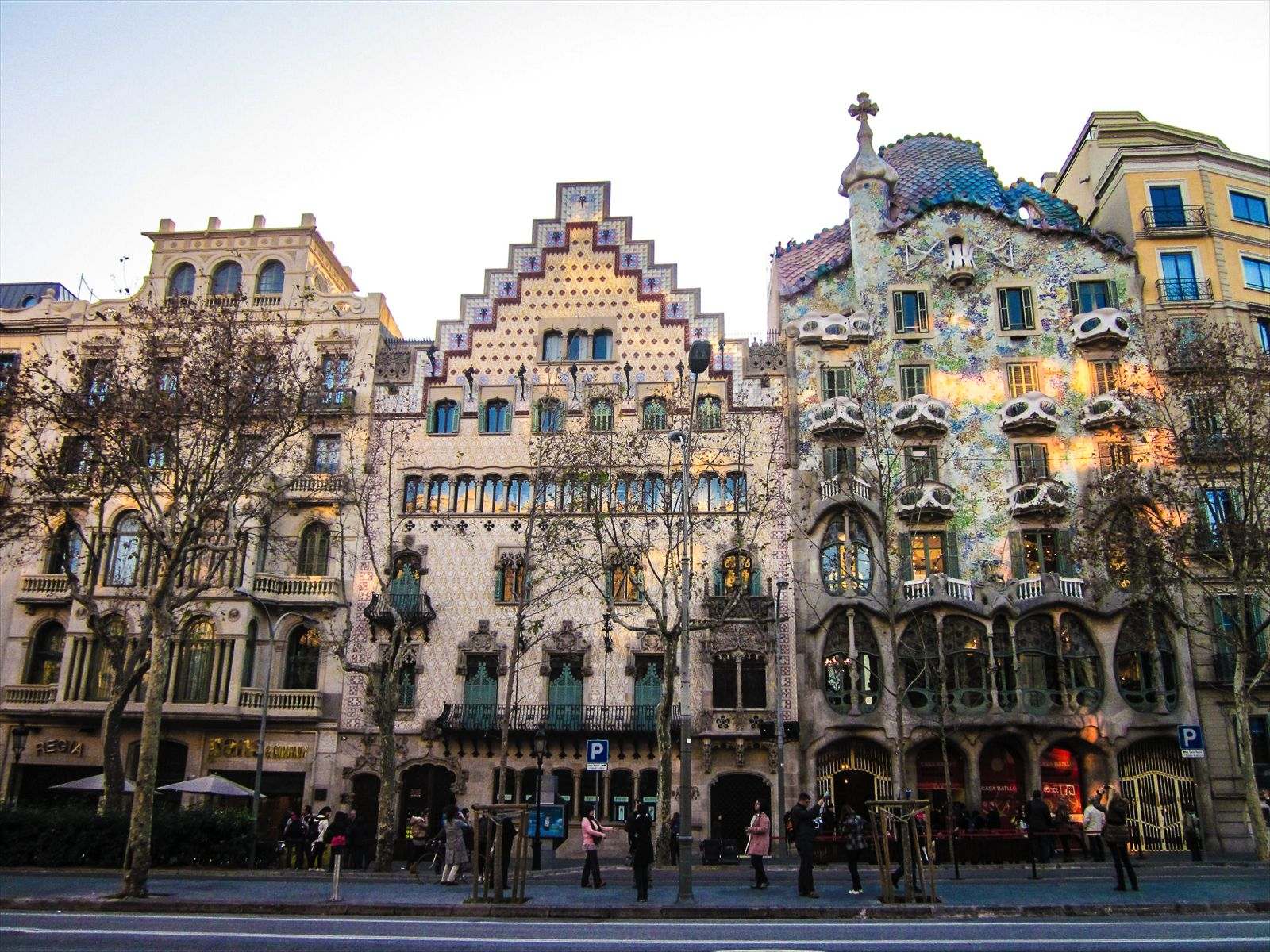 22 Sights You Have To See When You Visit Barcelona, Spain... (19)