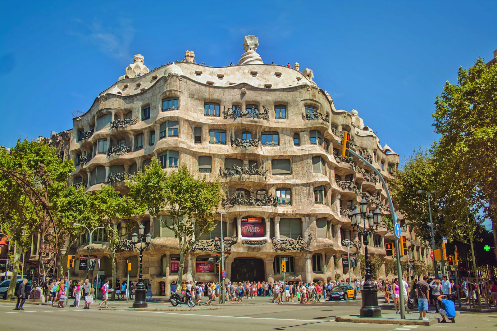 22 Sights You Have To See When You Visit Barcelona, Spain... (18)