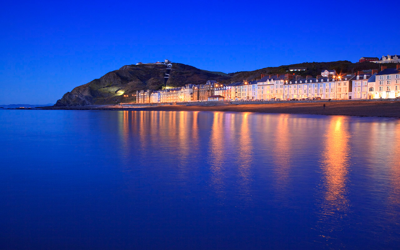 15 Magnificent Experiences in Wales! The Most Magical Country in The World!