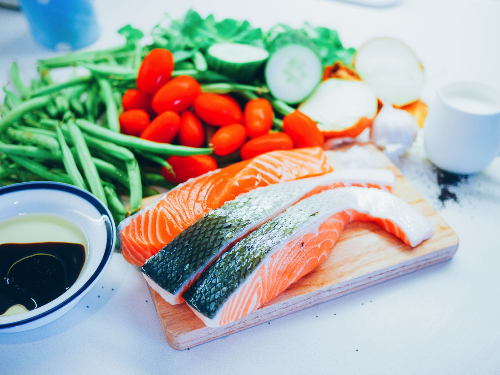 Zesty fresh salmon, herby tzatziki and wholesome baked asparagus recipe. Greek meal recipe (1)