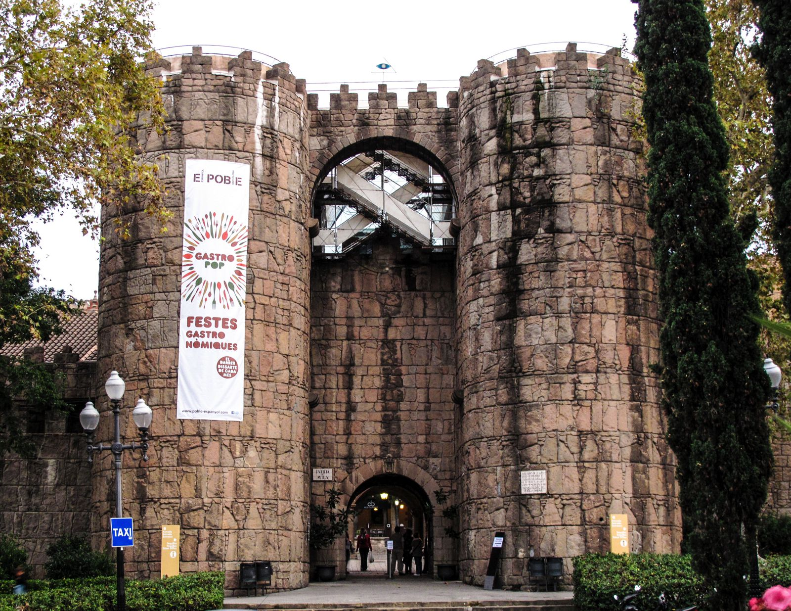 22 Sights You Have To See When You Visit Barcelona, Spain... (3)