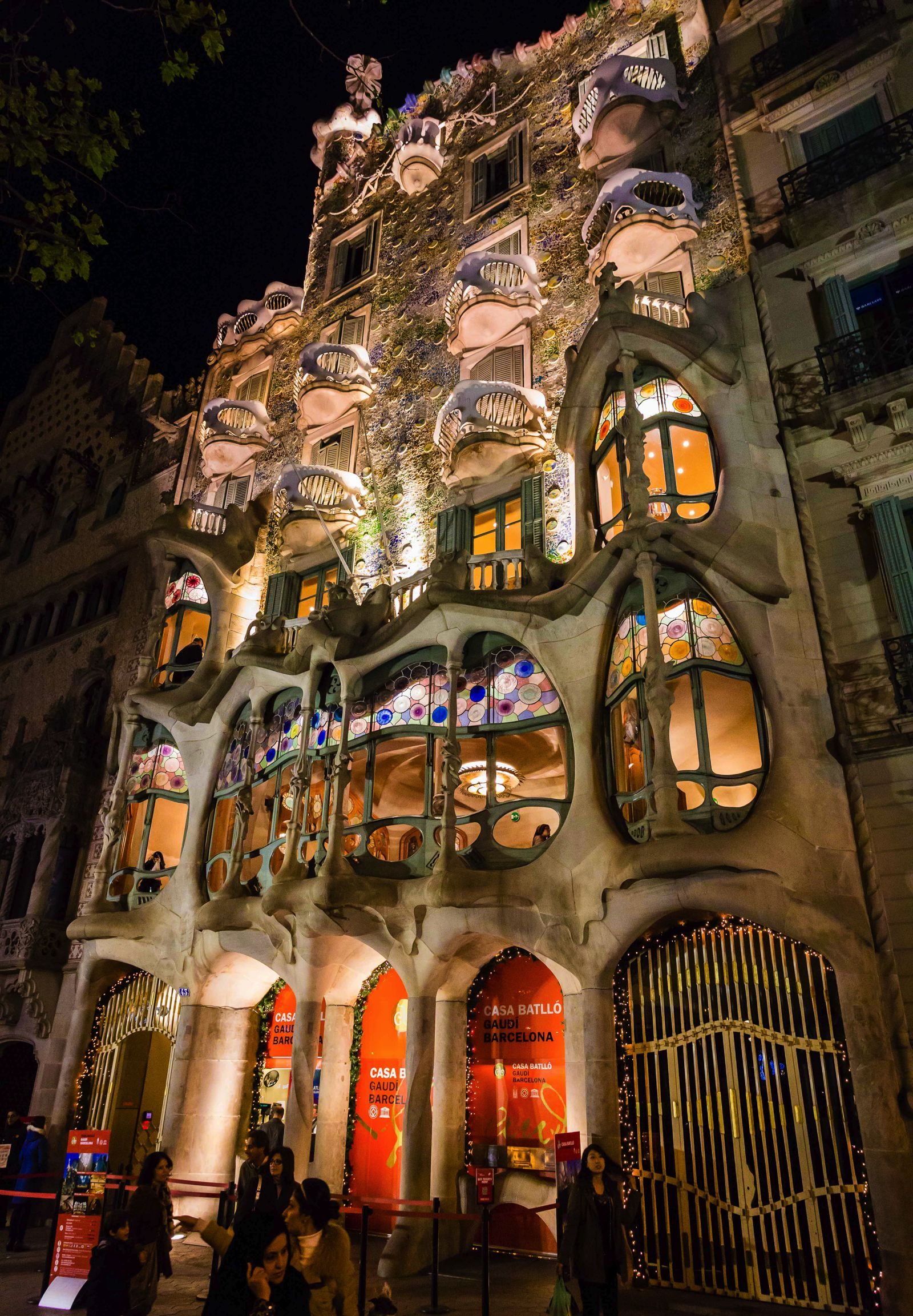22 Sights You Have To See When You Visit Barcelona, Spain... (17)