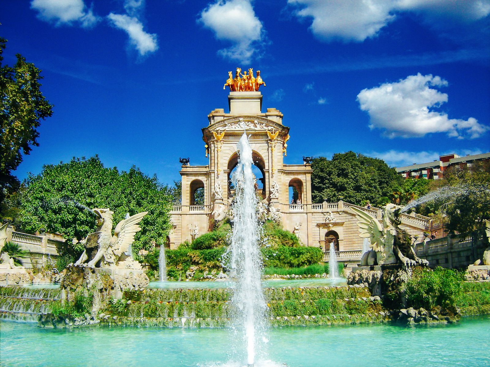 22 places to see when in barcelona spain hand luggage for Parques de barcelona