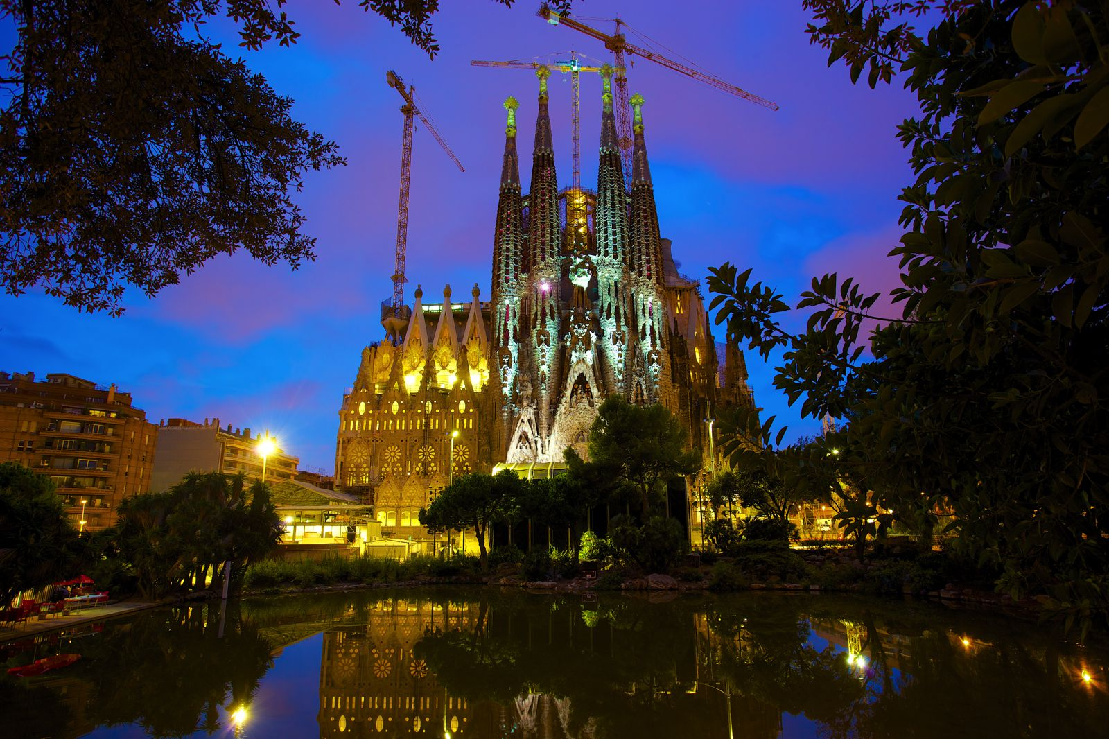 22 Sights You Have To See When You Visit Barcelona, Spain... (12)
