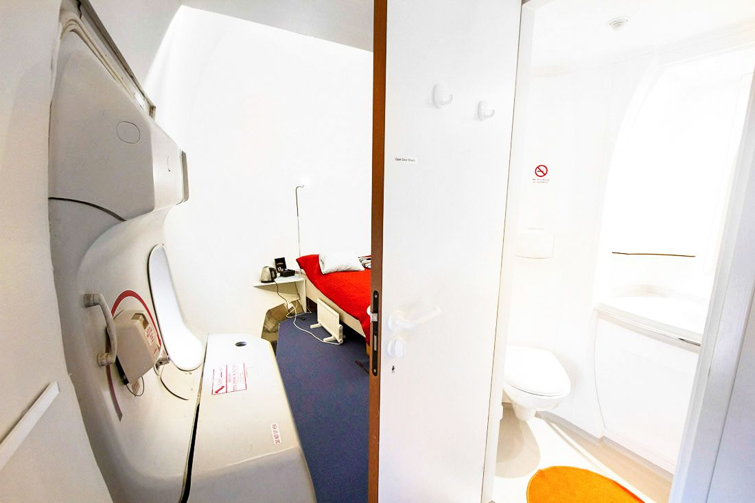 Ever Wanted To Stay In A Jumbo Jet? Now Is Your Chance! (7)