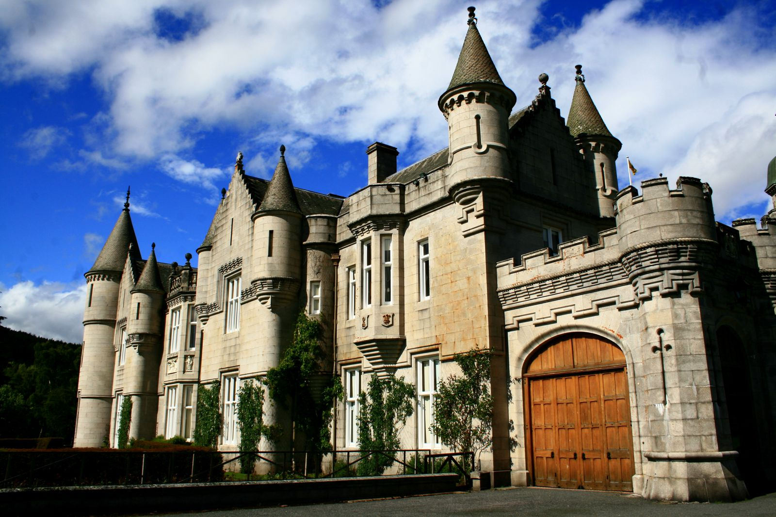 14 Fairy Tale Castles You Must Visit In Scotland Hand