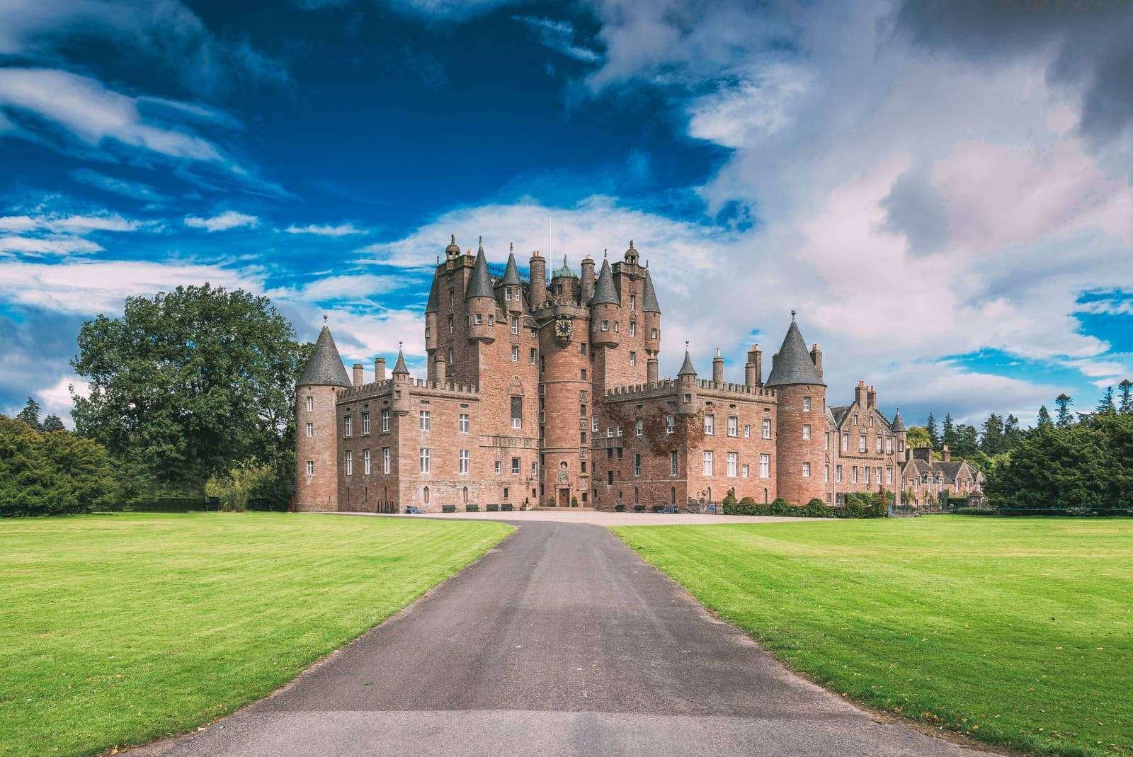 14 fairytale castles in scotland to visit hand luggage only