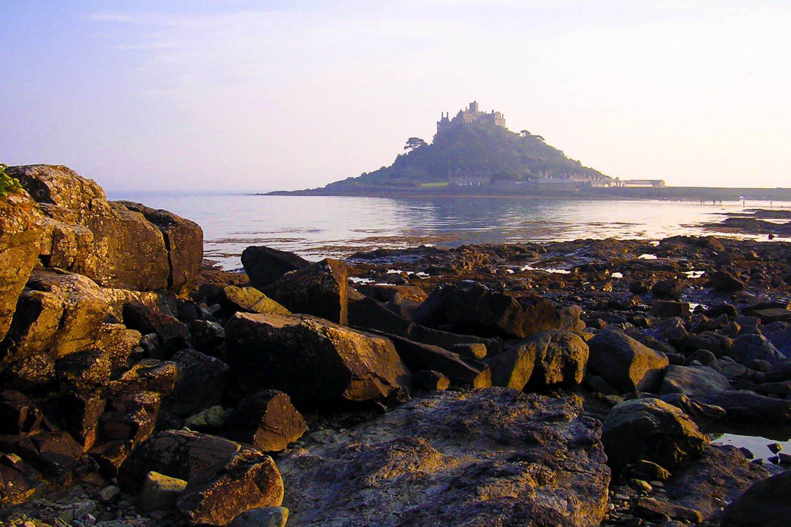 7 Mystical Castles And Manors You Must See In Cornwall, England! (5)
