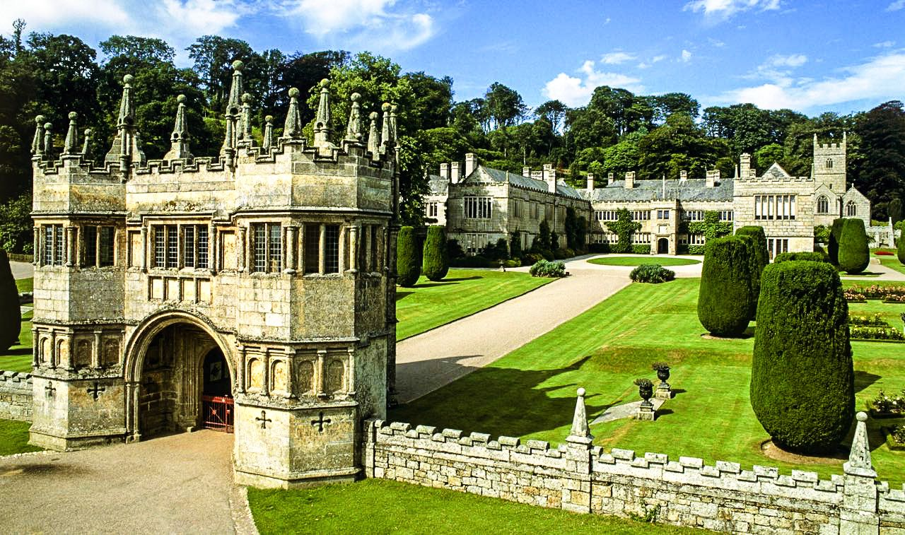 7 Mystical Castles And Manors You Must See In Cornwall, England! (9)