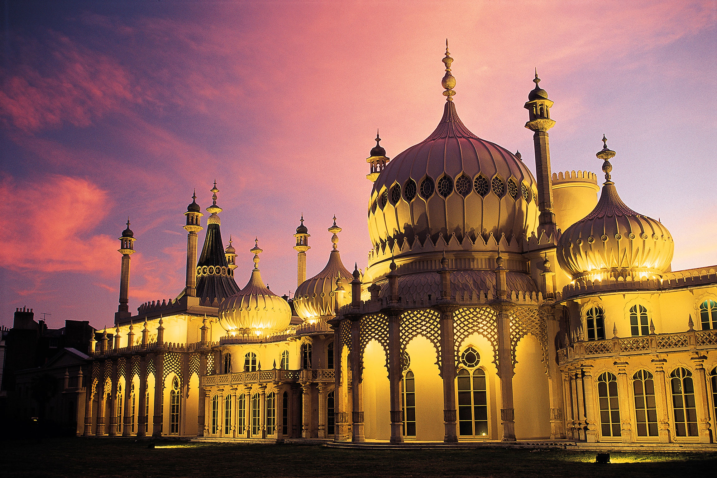 7 Fun Experiences You Need To Have In Brighton, England! (2)