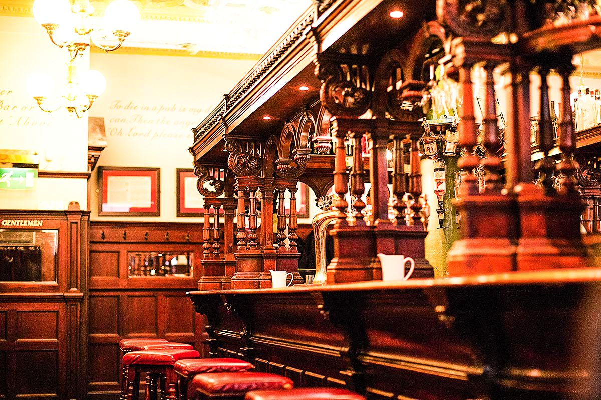 11 Fantastic Bars To Visit in Edinburgh (6)