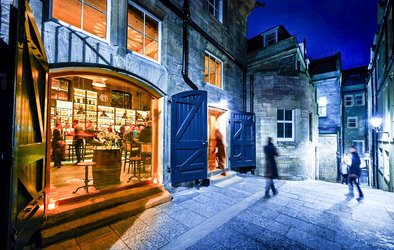 11 Fantastic Bars To Visit in Edinburgh (8)