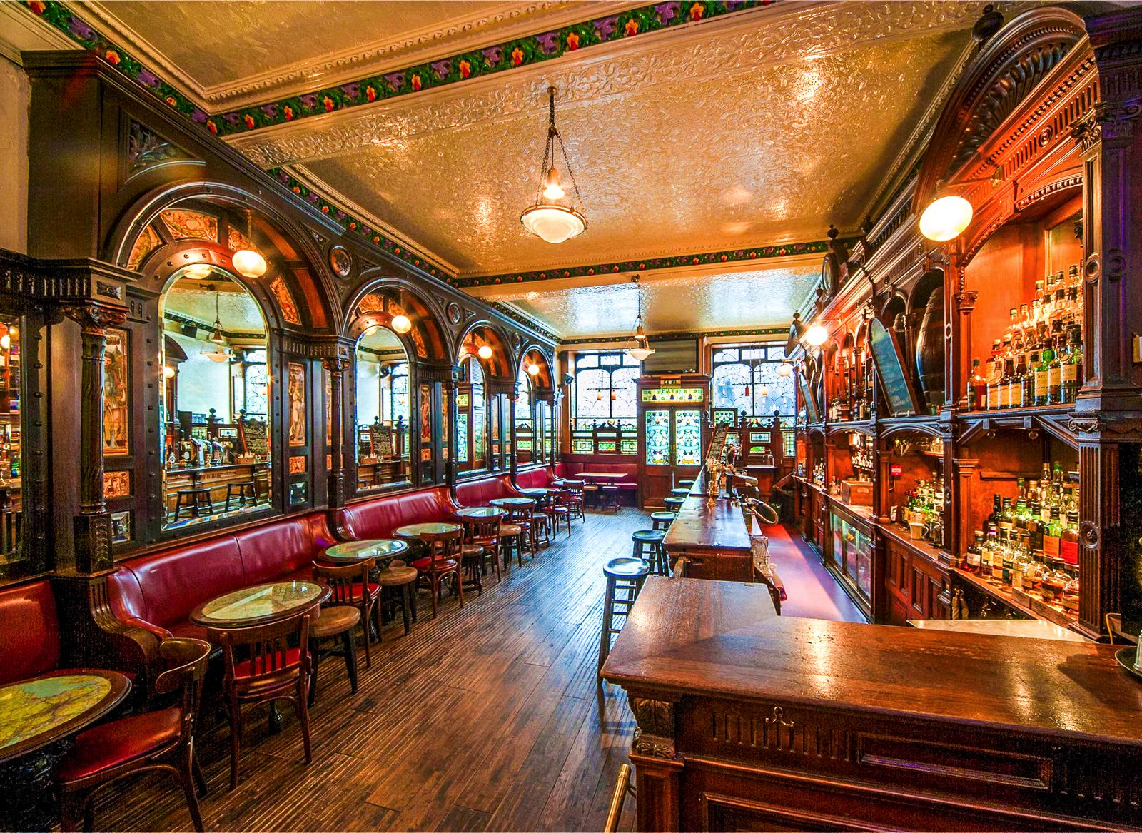 11 Fantastic Bars To Visit in Edinburgh (10)