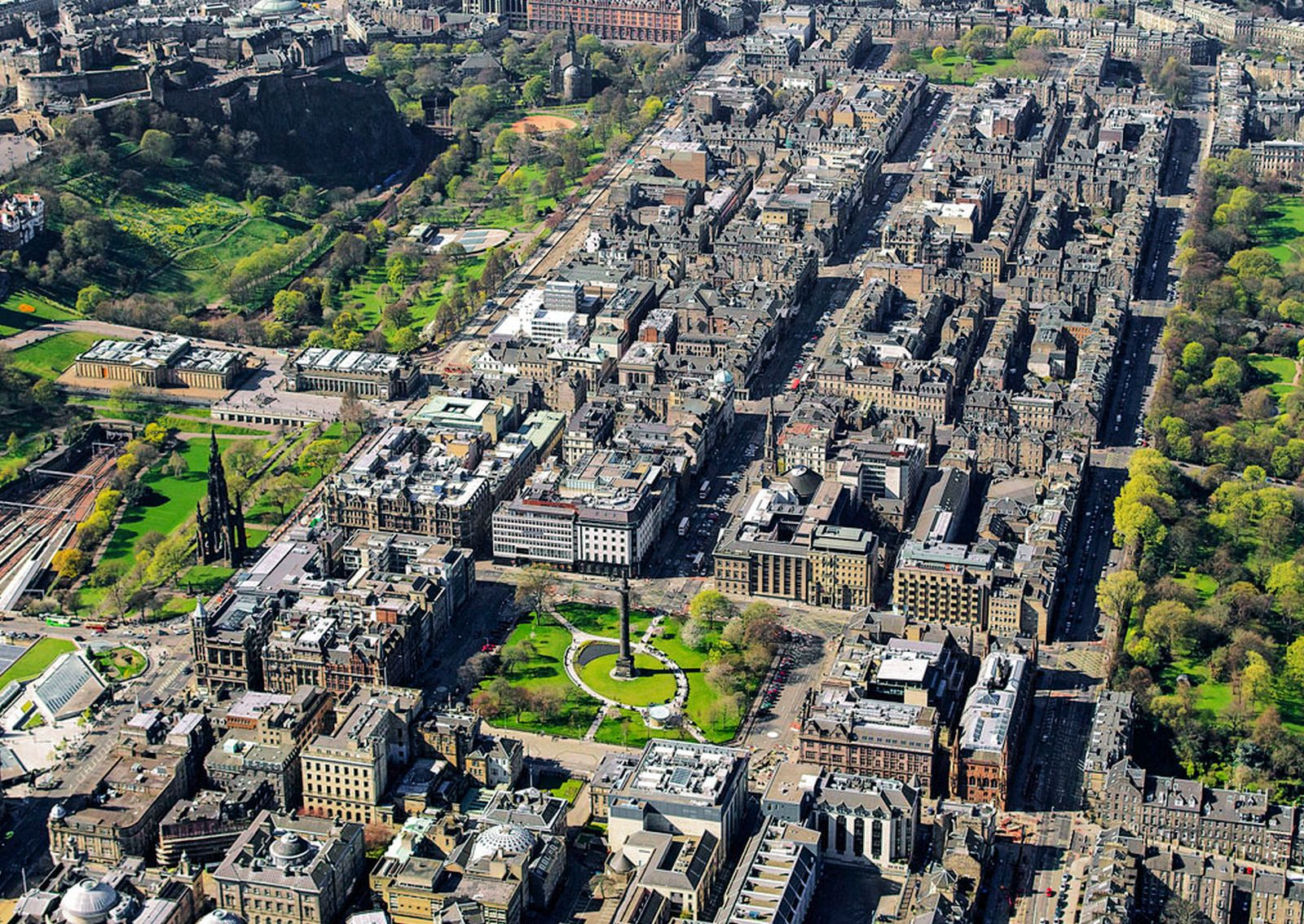 Essential Experiences You Have To Have In Edinburgh Hand - 11 best things to see and do in edinburgh