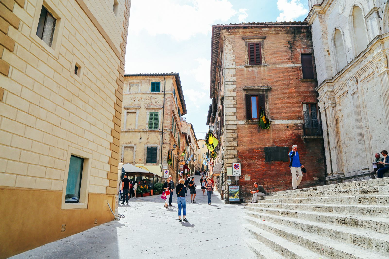 Montepulciano - The Italian Medieval Town In The Mountains... (6)
