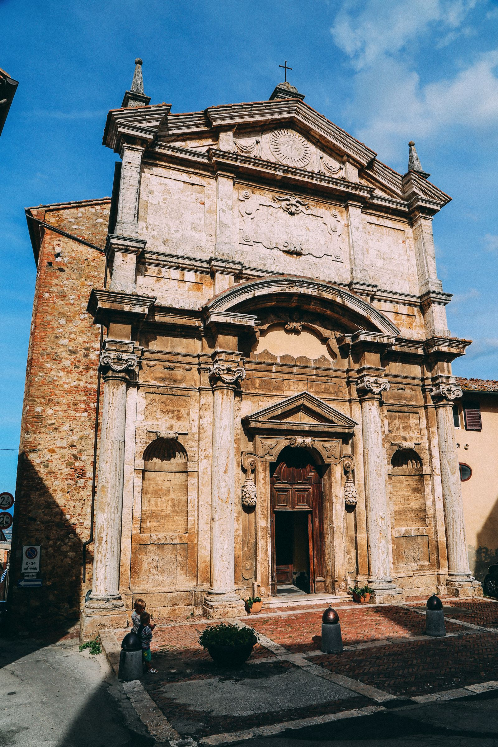 Montepulciano - The Italian Medieval Town In The Mountains... (30)