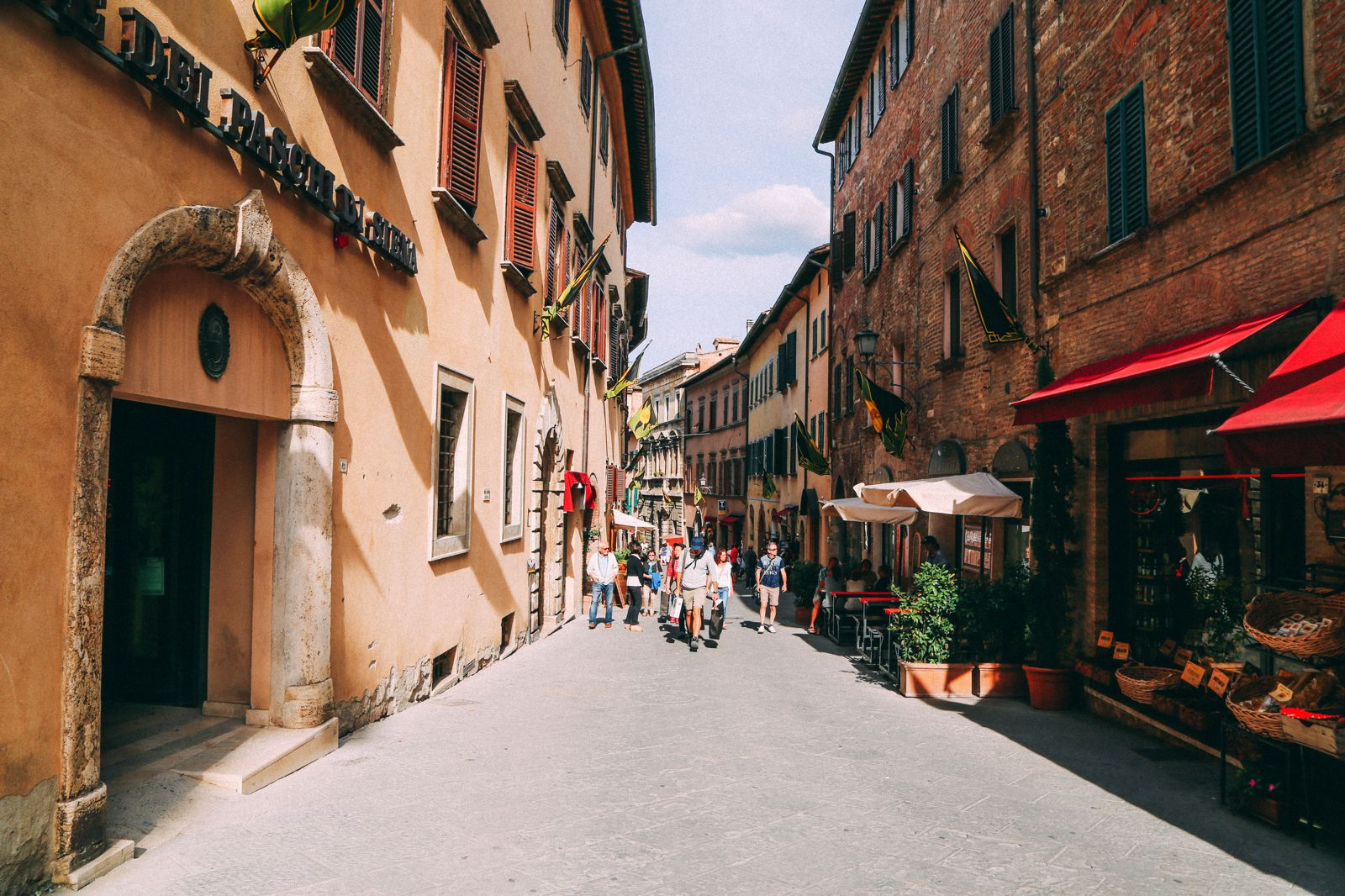 Montepulciano - The Italian Medieval Town In The Mountains... (31)
