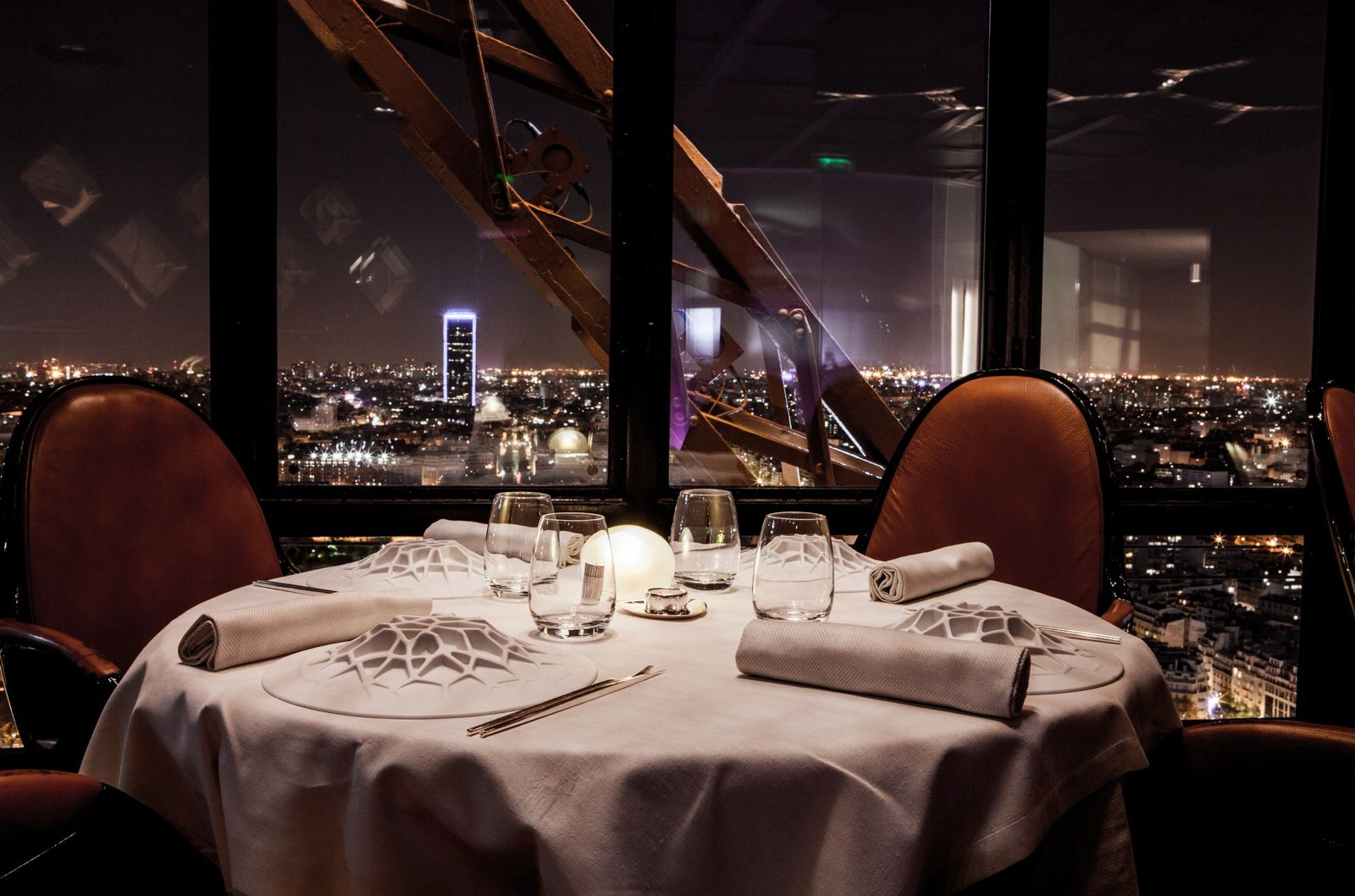 10 Amazing Restaurants With The Best Views In Paris (1)