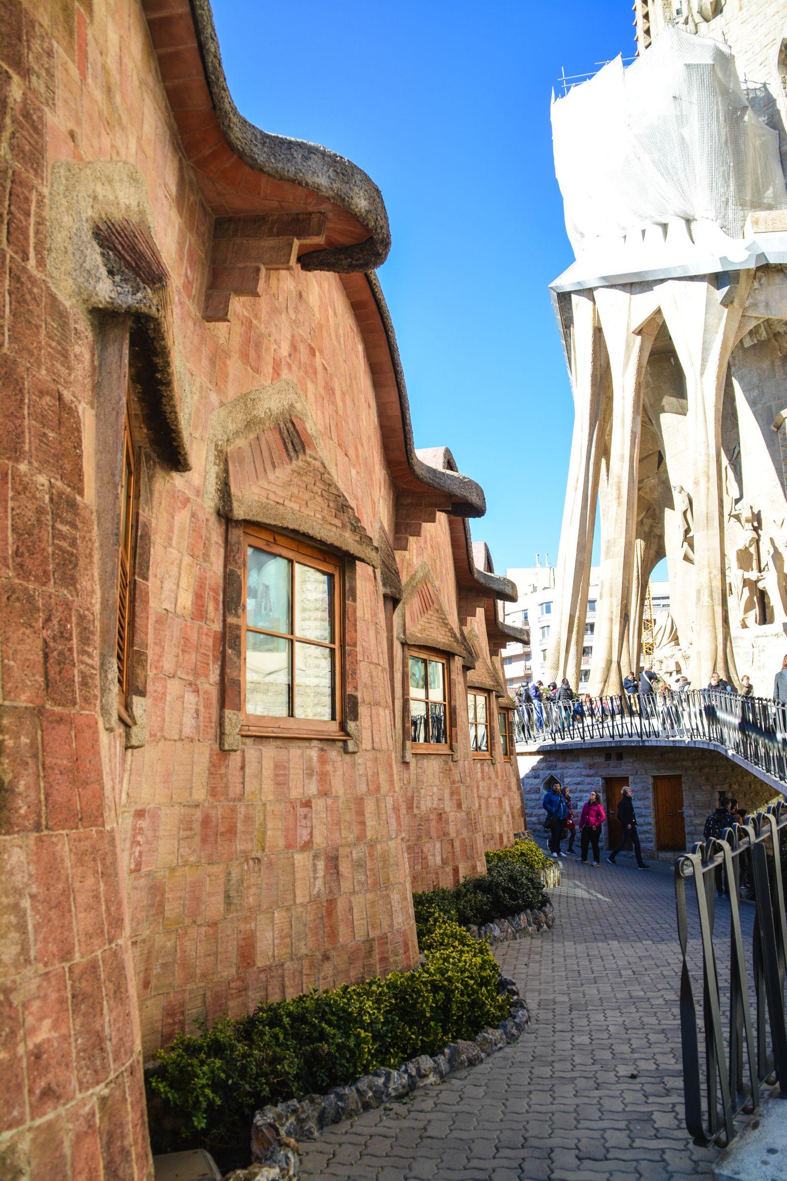 6 Must See Buildings By Gaudi In Barcelona (17)