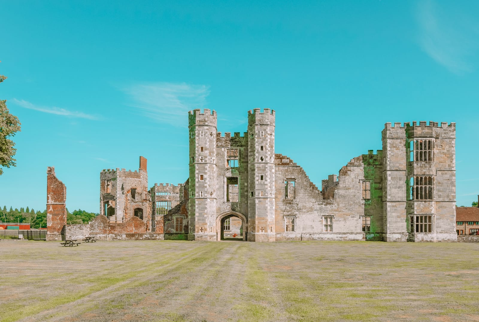 17 Best Castles In England To Visit (4)