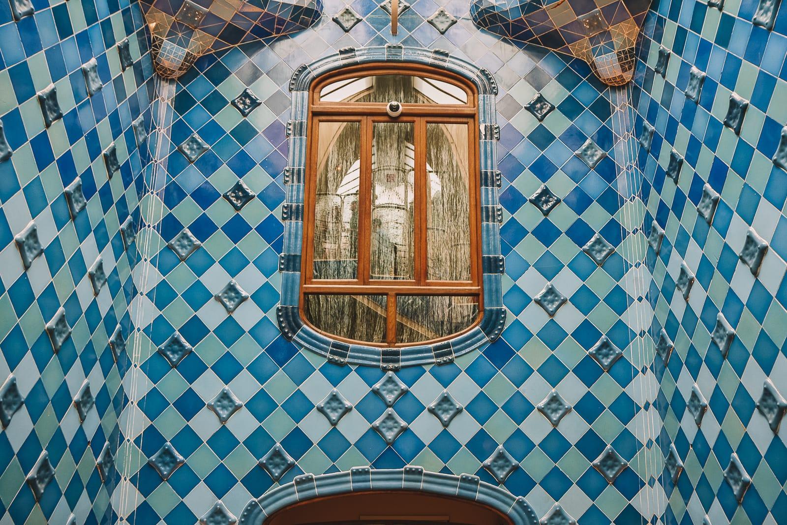 6 Must See Buildings By Gaudi In Barcelona (5)