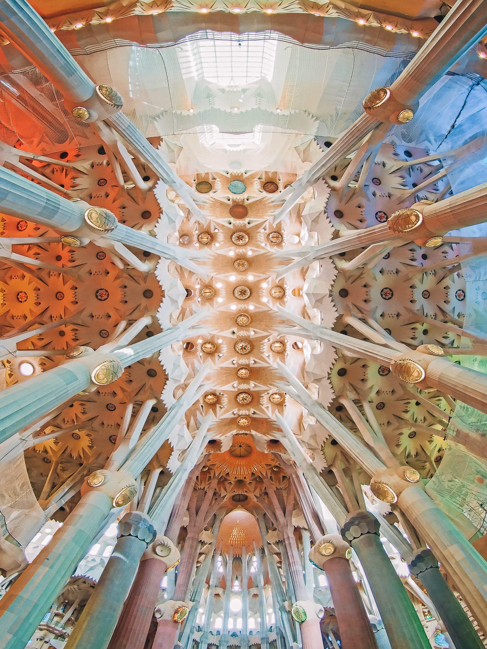 6 Must See Buildings By Gaudi In Barcelona (9)