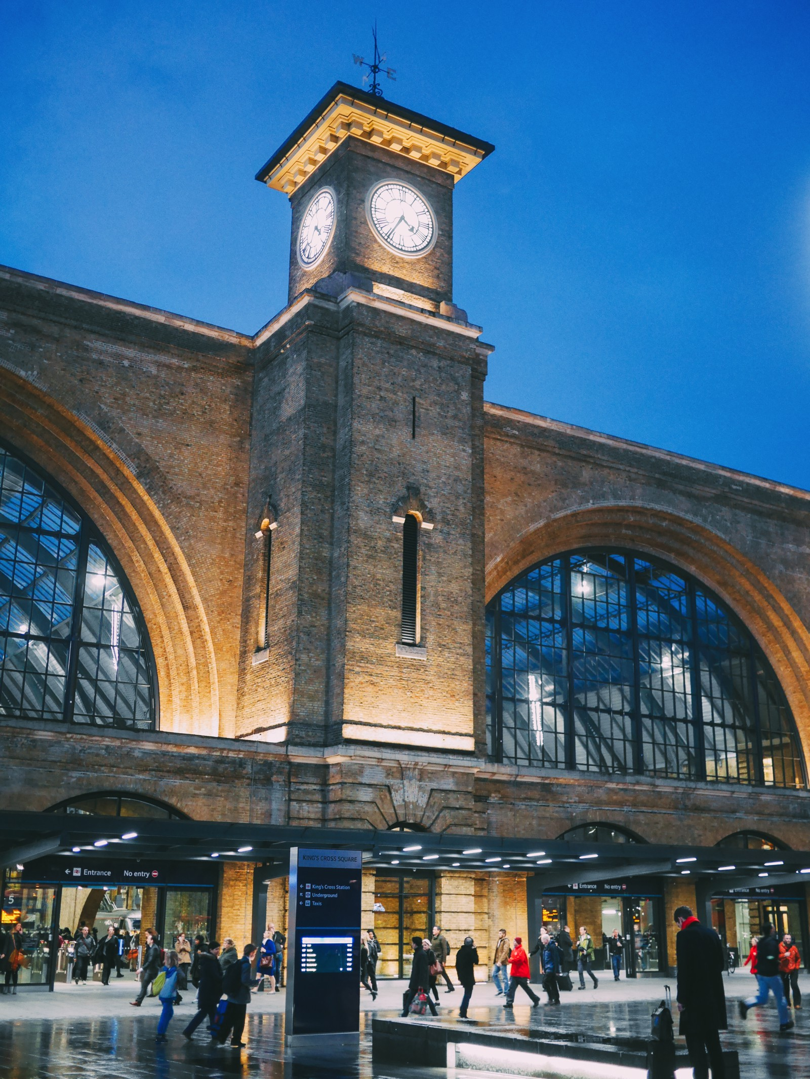 8 Essential Experiences To Have In London This Winter (1)