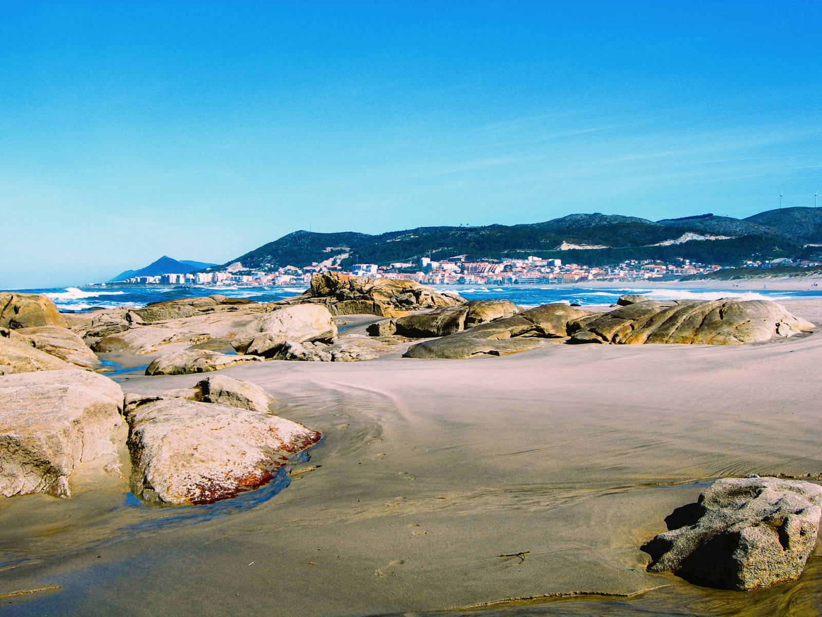 10 Beautiful Beaches You Have To Visit In Portugal (2)