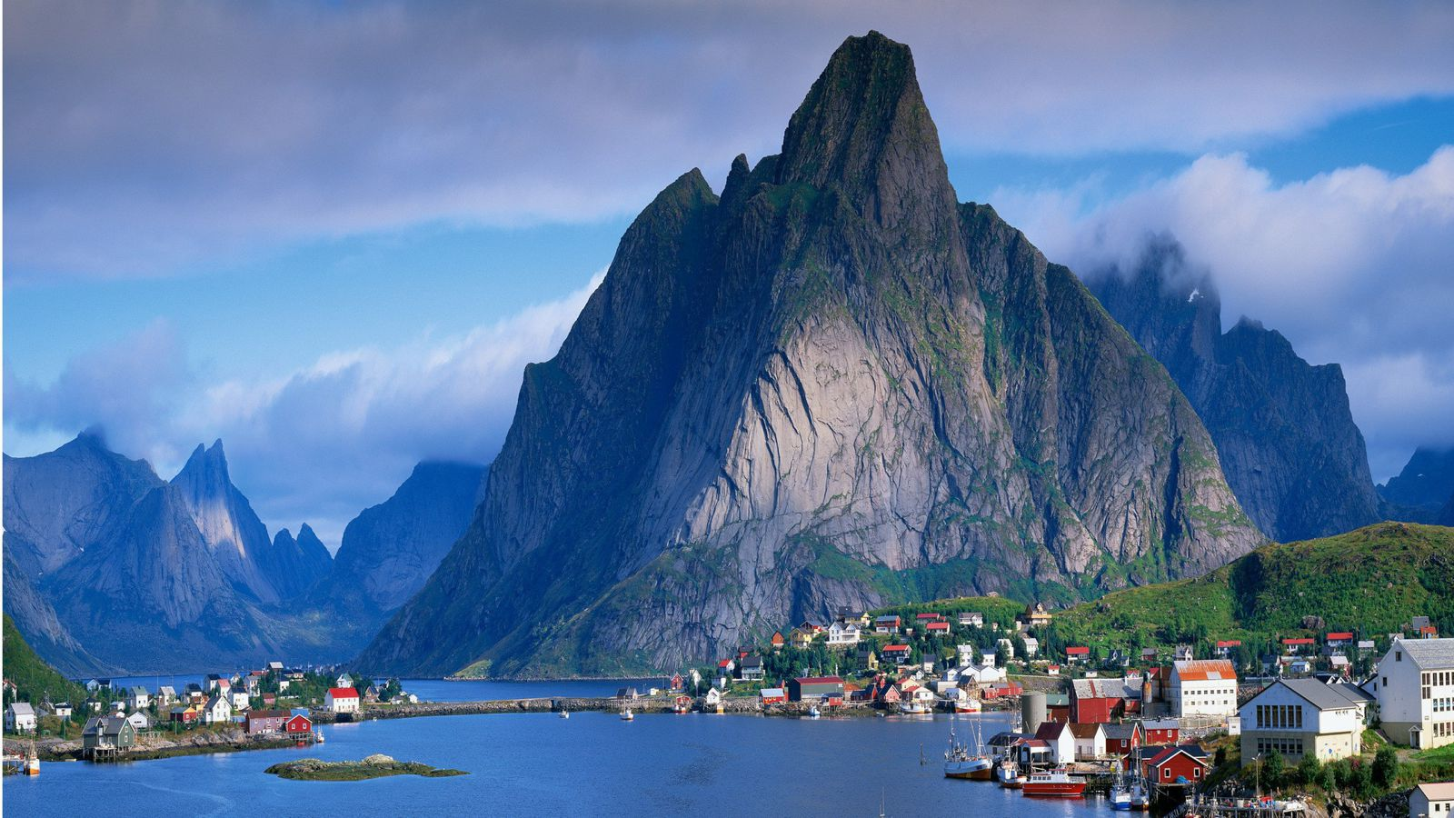 Reasons Why You Need To Visit The Lofoten Islands In Norway (5)