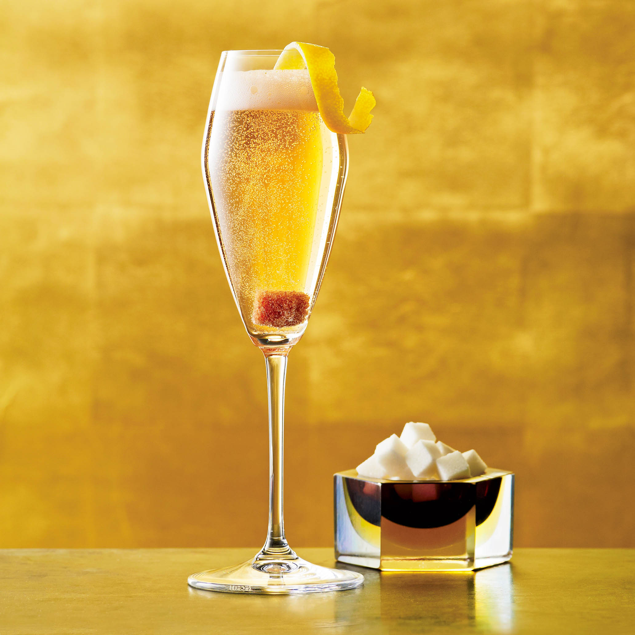 7 Easy Champagne Cocktail Recipes You Need For Your Next Party! (6)