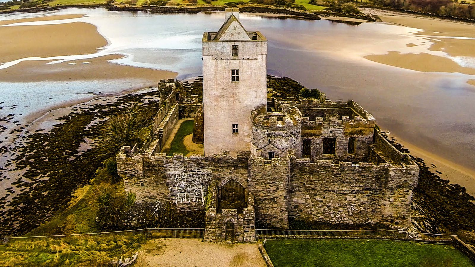 10 Charming Castles You Will Want To Visit In Ireland (3)