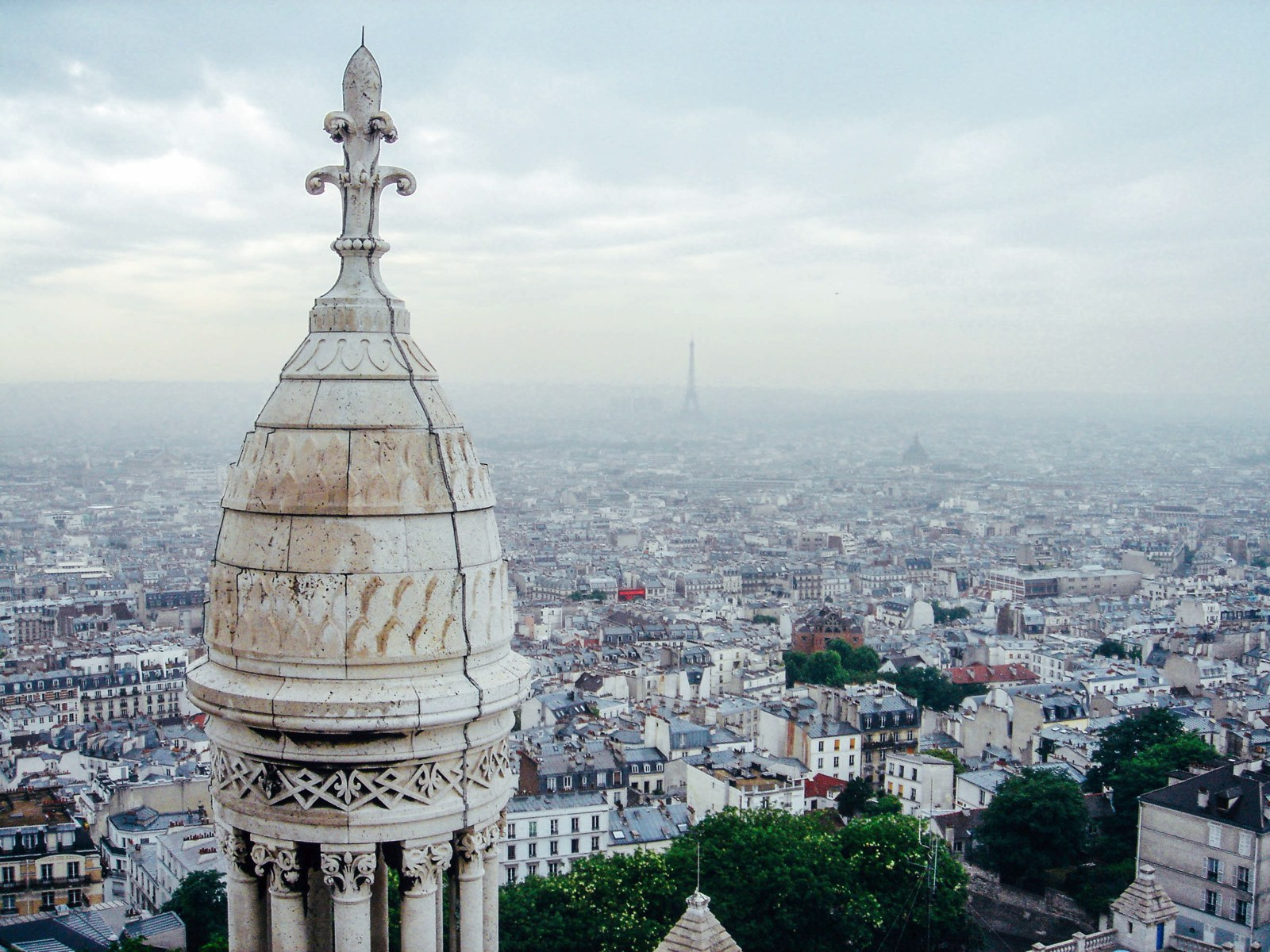 14 Fantastic Secret Spots You Have To See In Paris (20)