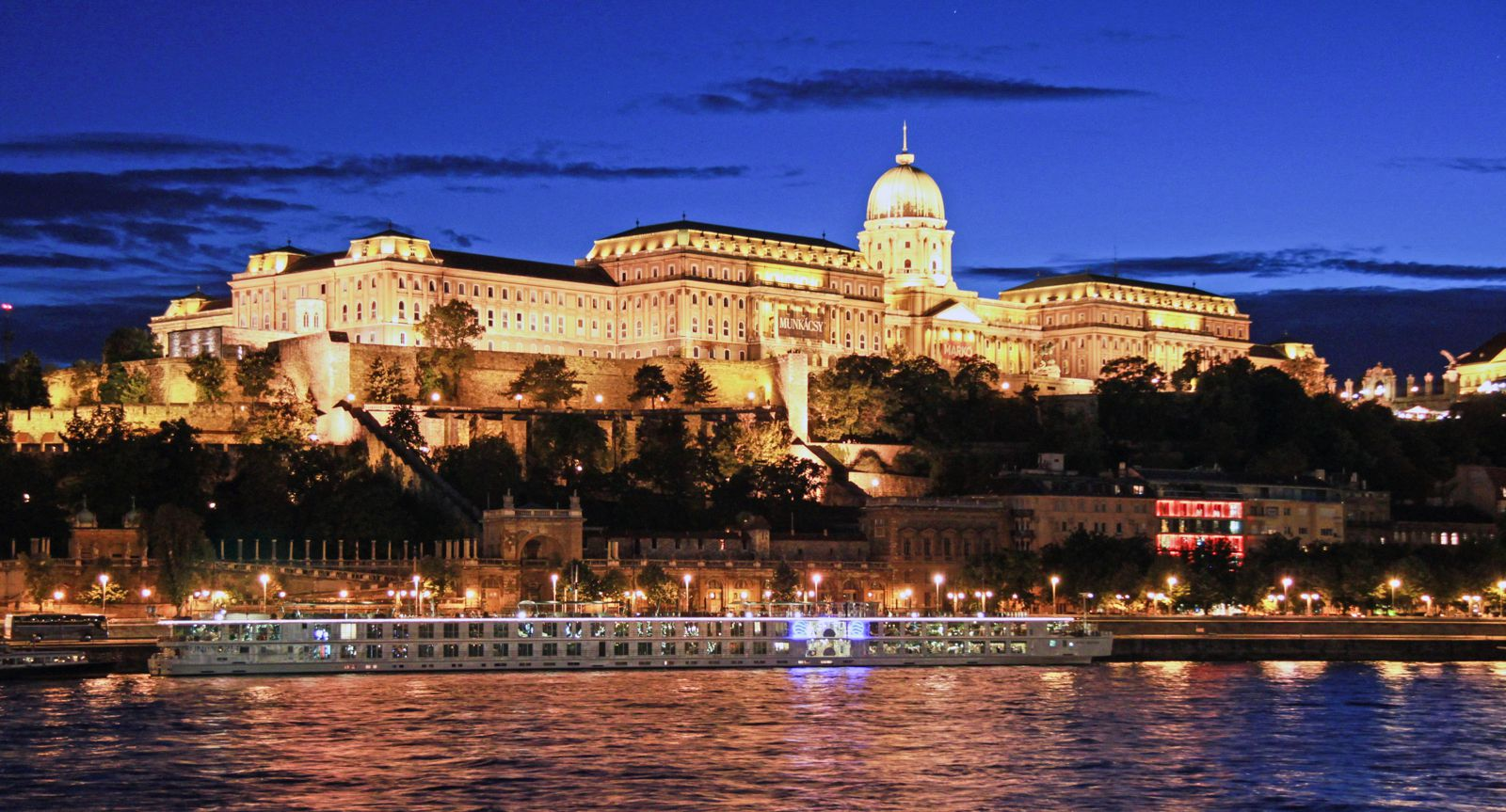 How To Spend A Perfect Weekend In Budapest (15)