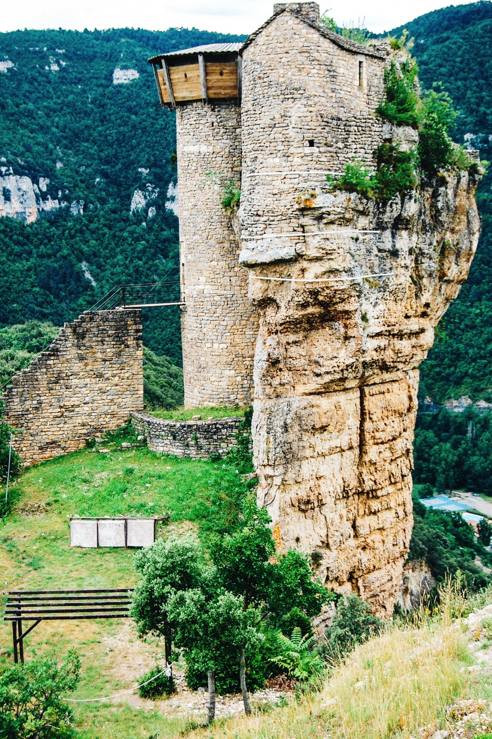 10 Fairytale Castles You Must Explore In France (4)