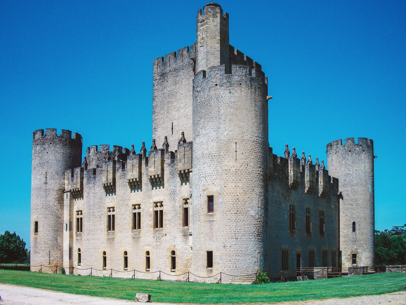 10 Fairytale Castles You Must Explore In France (9)