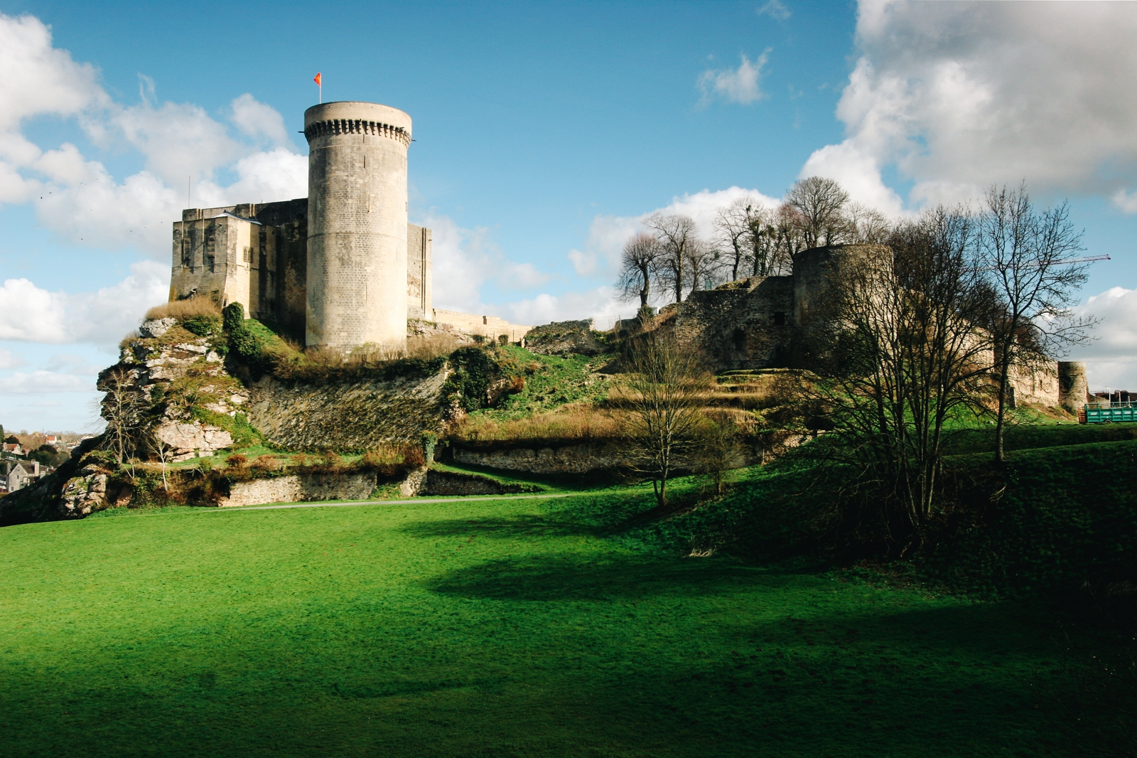 10 Fairytale Castles You Must Explore In France (11)