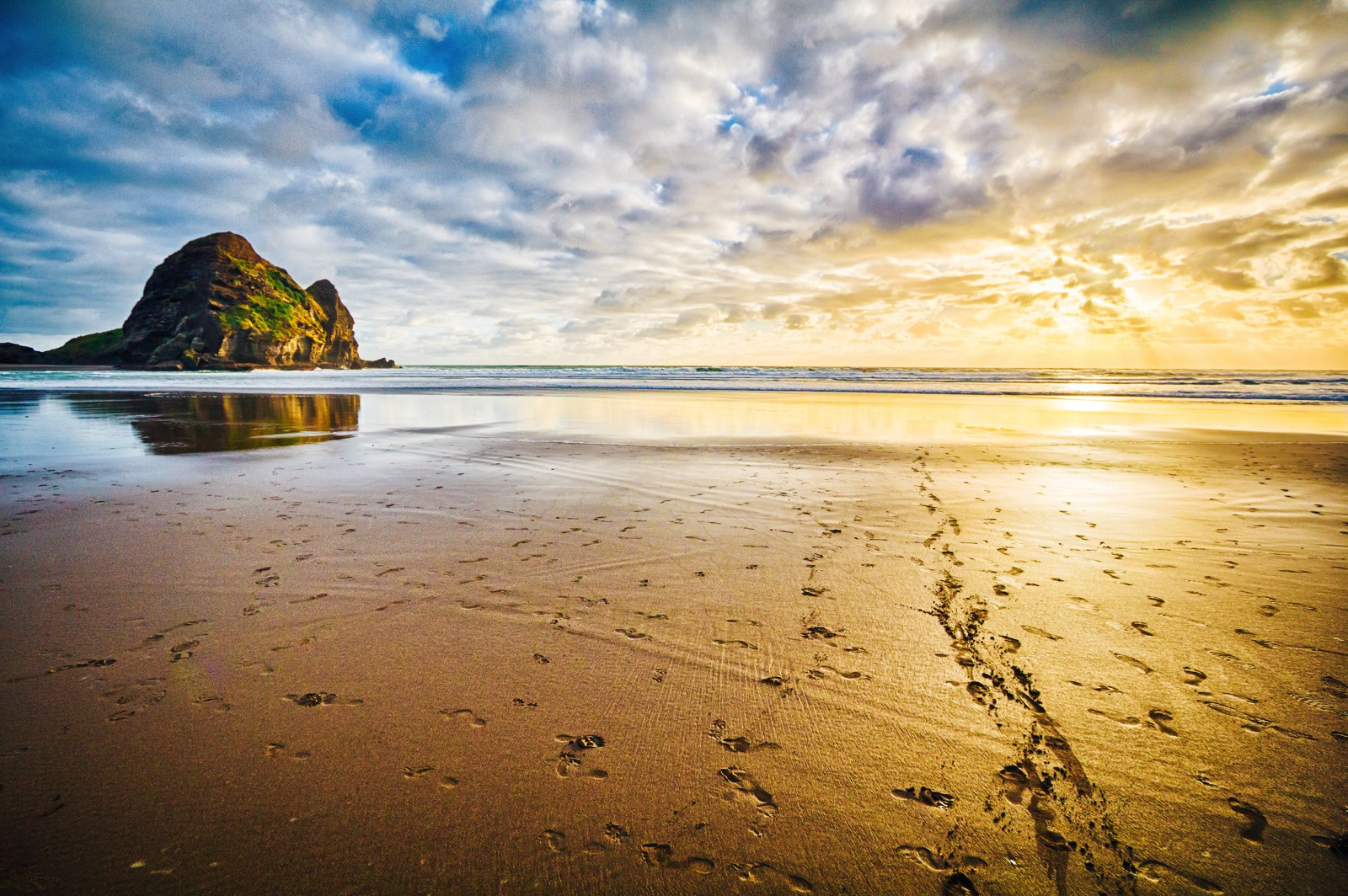 10 Beaches You Have To Visit In New Zealand (1)