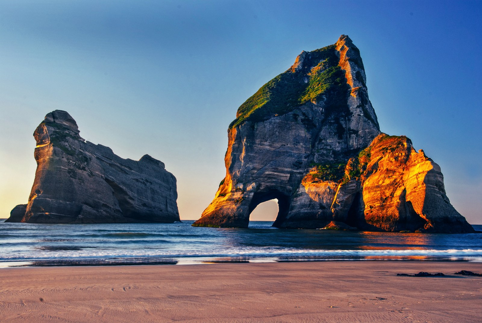 10 Beaches You Have To Visit In New Zealand (20)
