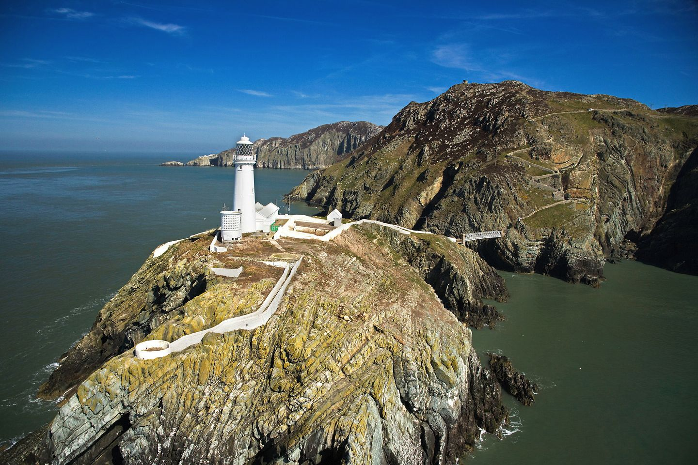 Breathtaking Places To Experience When Visiting Wales, Great Britain (31)