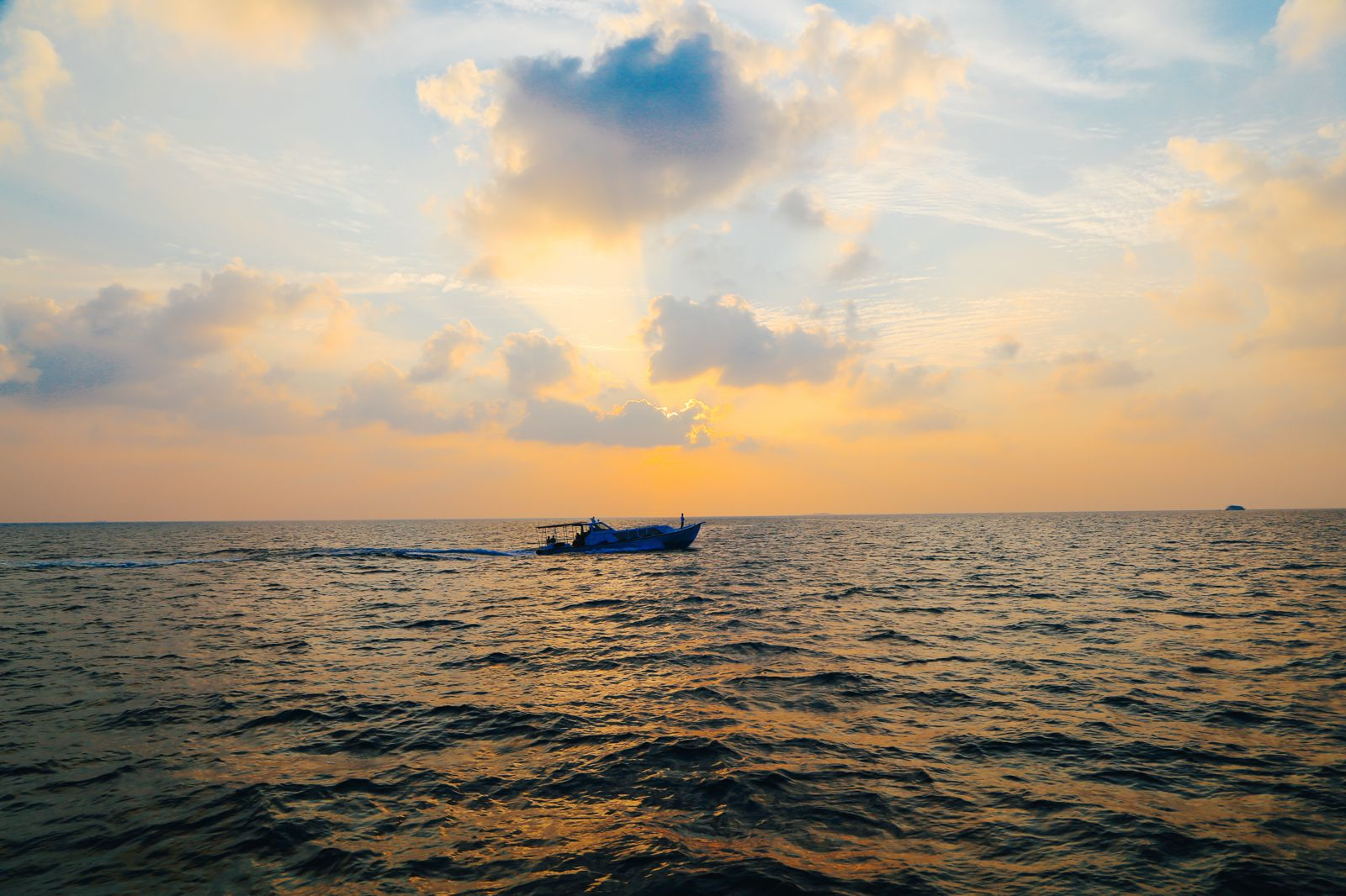 Sunset Cruising In The Maldives (14)