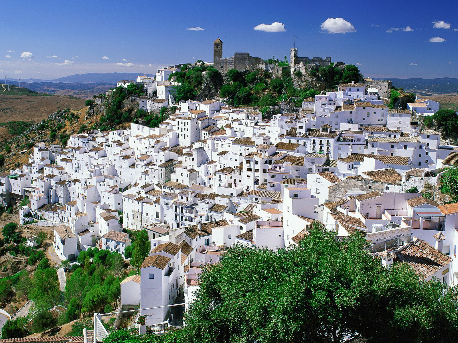 8 Pretty Towns That Most People Don't Think Of Visiting In Spain (2)