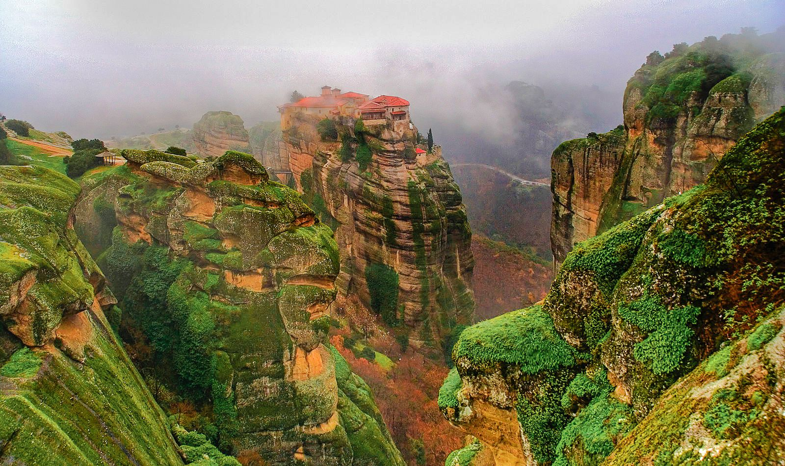 Why & How You Will Want To Visit Metéora in Greece! (1)
