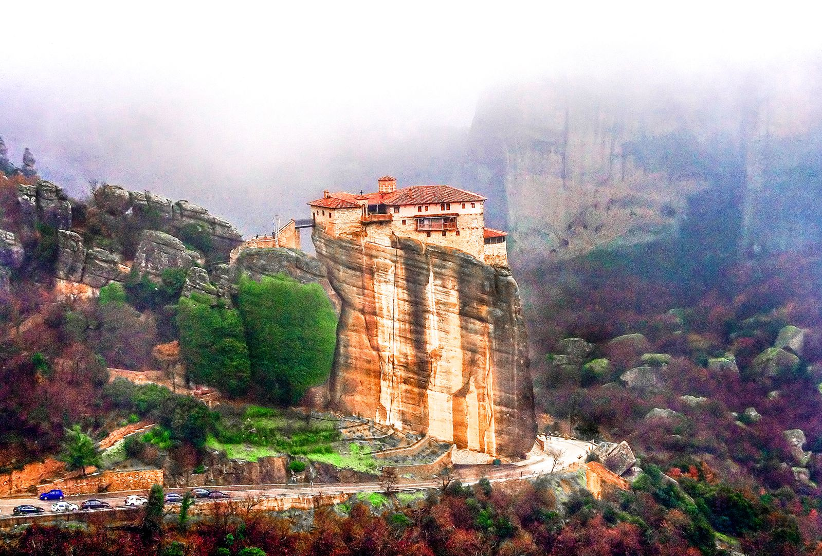 Why & How You Will Want To Visit Metéora in Greece! (3)