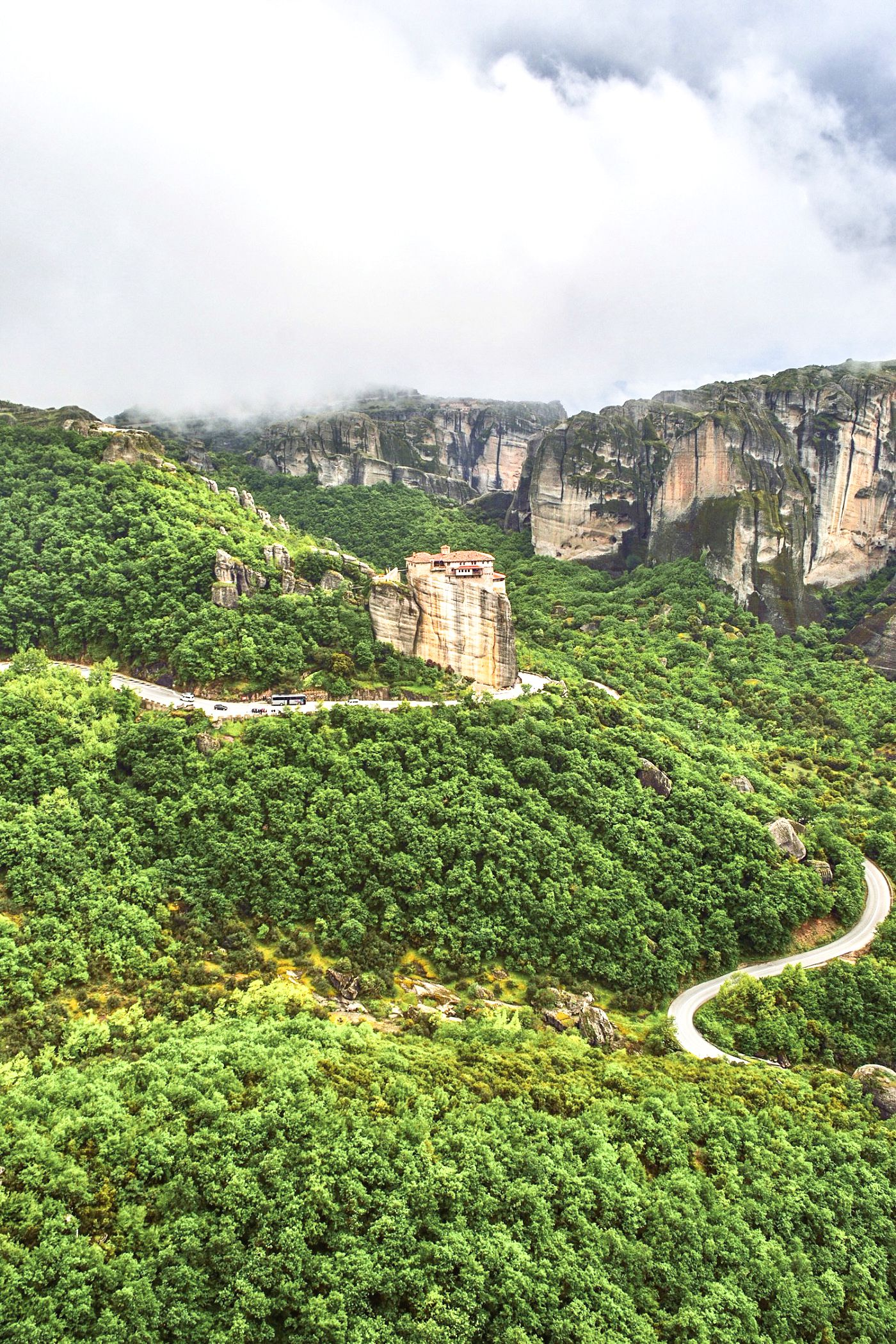 Why & How You Will Want To Visit Metéora in Greece! (4)