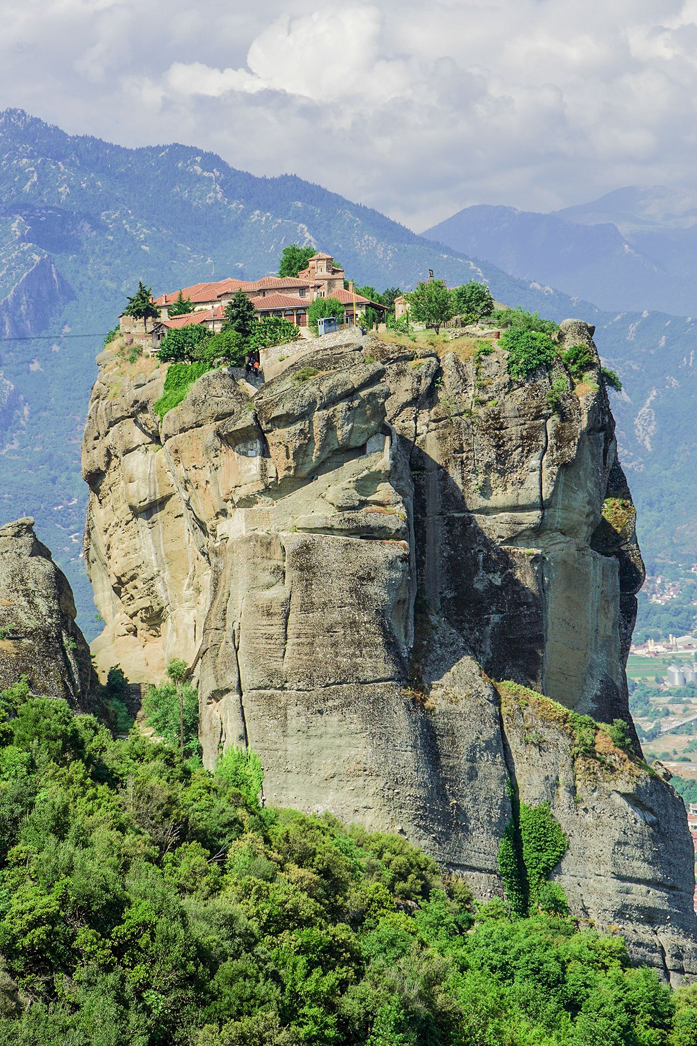 Why & How You Will Want To Visit Metéora in Greece! (9)