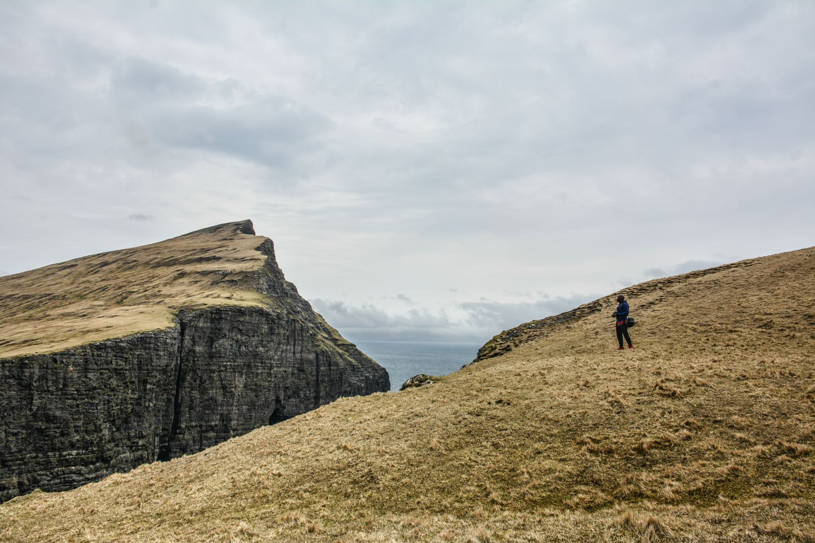 Have You Ever Seen The Cliff Top Lake of Sørvágsvatn, Faroe Islands? (19)